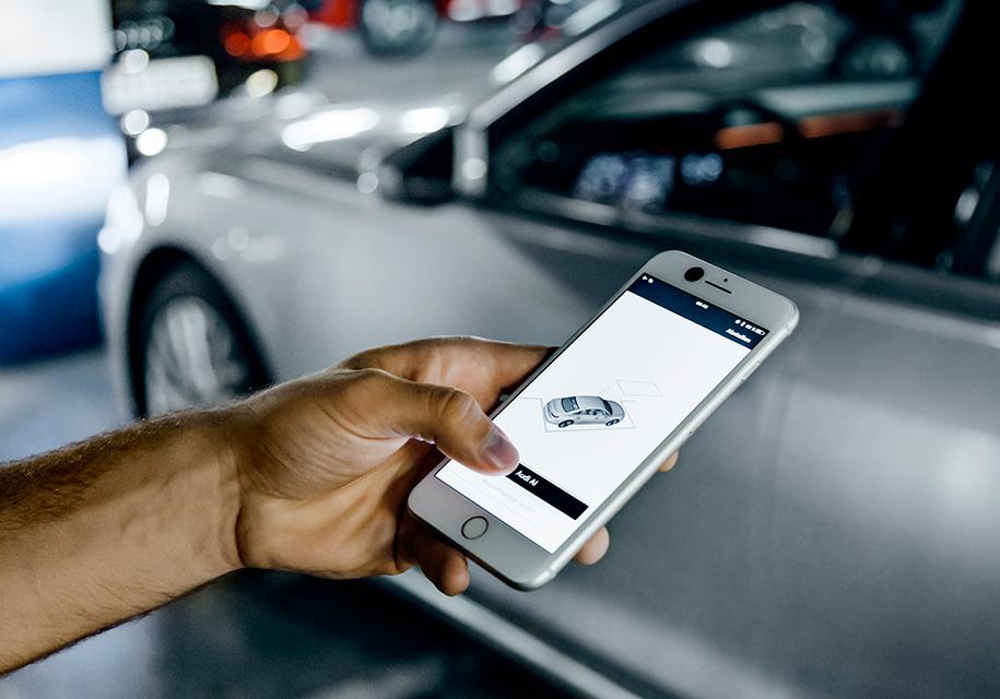 Установив фирменное приложение насмартфоне и«соединив» его смашиной, водитель сможет нетолько получать информацию осостоянии автомобиля, ноиуправлять имудаленно.