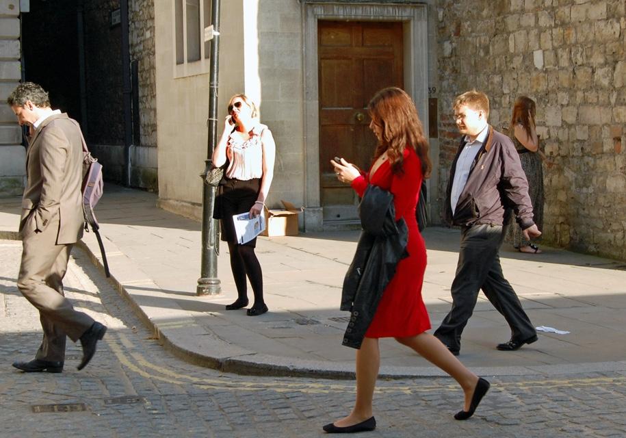 ВГонолулу будут облагать штрафом пешеходов, уткнувшихся вмобильные телефоны