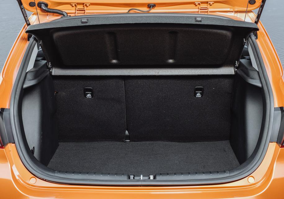Стандартный объем багажника Kia Rio X-Line составляет 390 литров