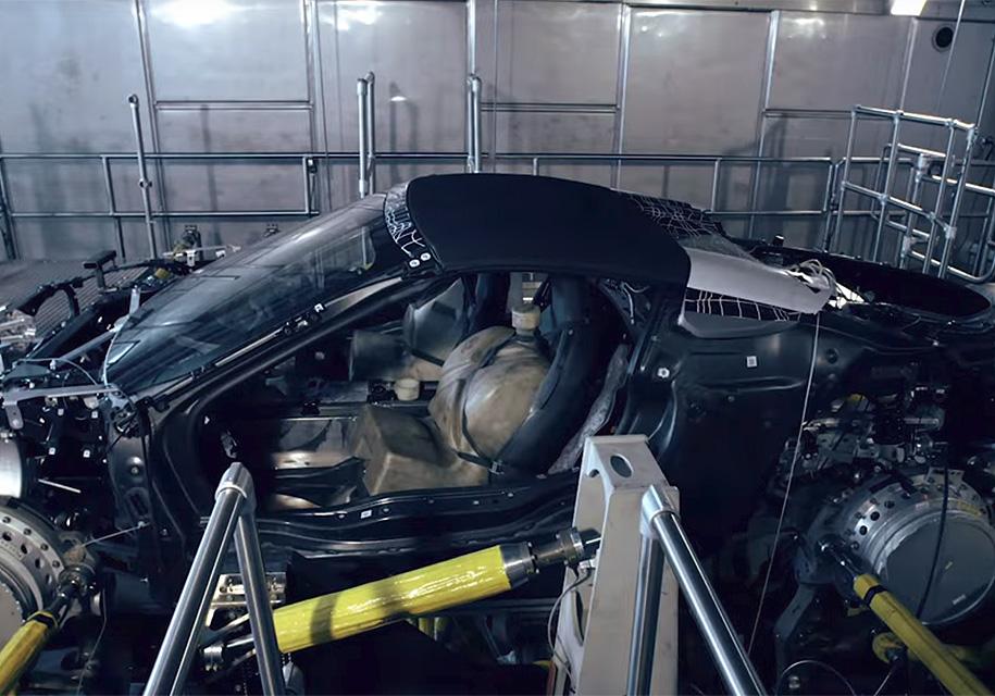БМВ  готовит i8 соткидным верхом
