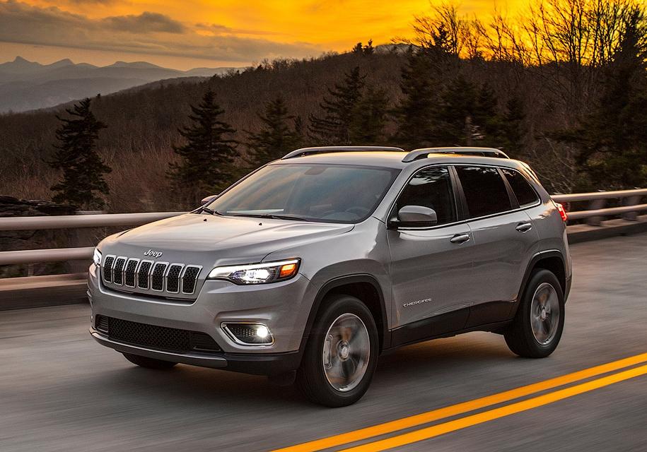 Обновленная версия  Jeep Cherokee получит неменее  традиционный  внешний облик