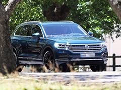 [Дизайн нового VW Touareg был в прошлом году раскрыт на шпионских фотографиях](/news/newtouareg-19-12-2017.htm)