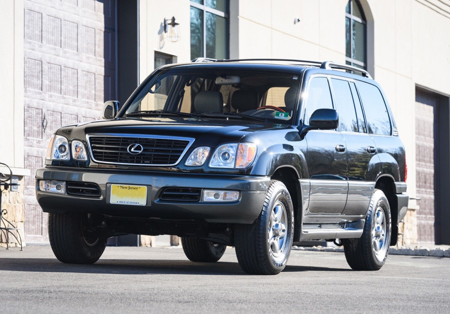 «Новый» Лексус LX470 выставили на реализацию за $129 тыс.