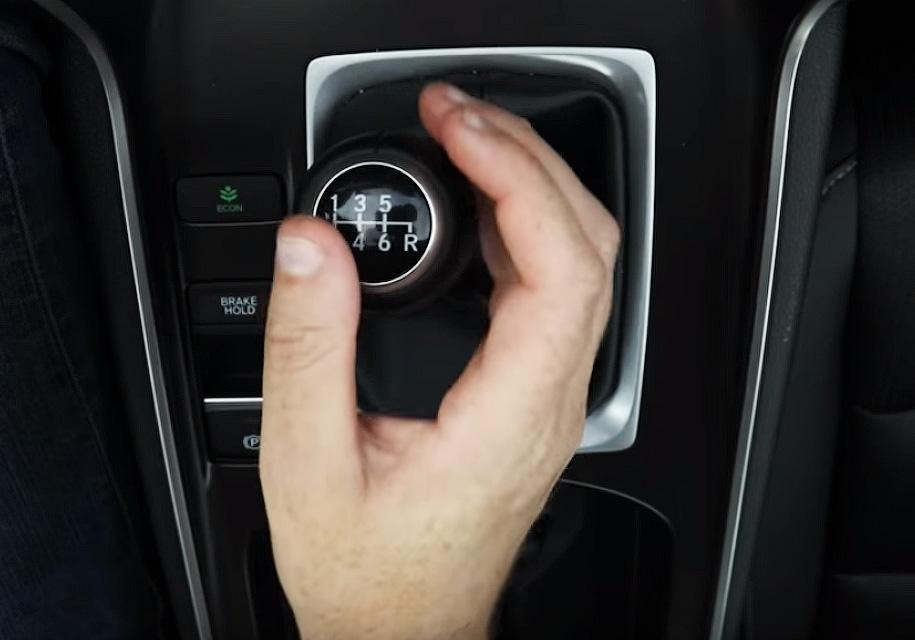 Хонда пояснила жителям Америки как необходимо ездить на«механике»