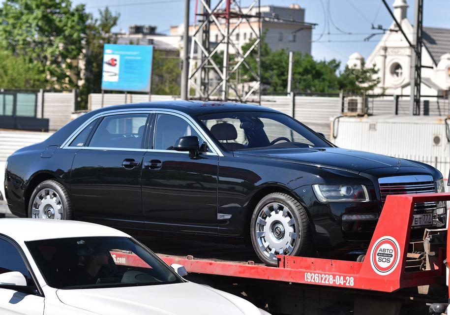 В столице России  обнаружили удивительный  лимузин Роллс Ройс  с деталями  ЗИЛ