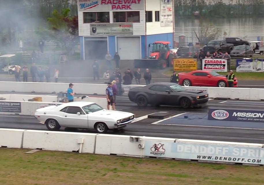 Dodge Challenger 1972 года против Dodge Demon: дрэг class=