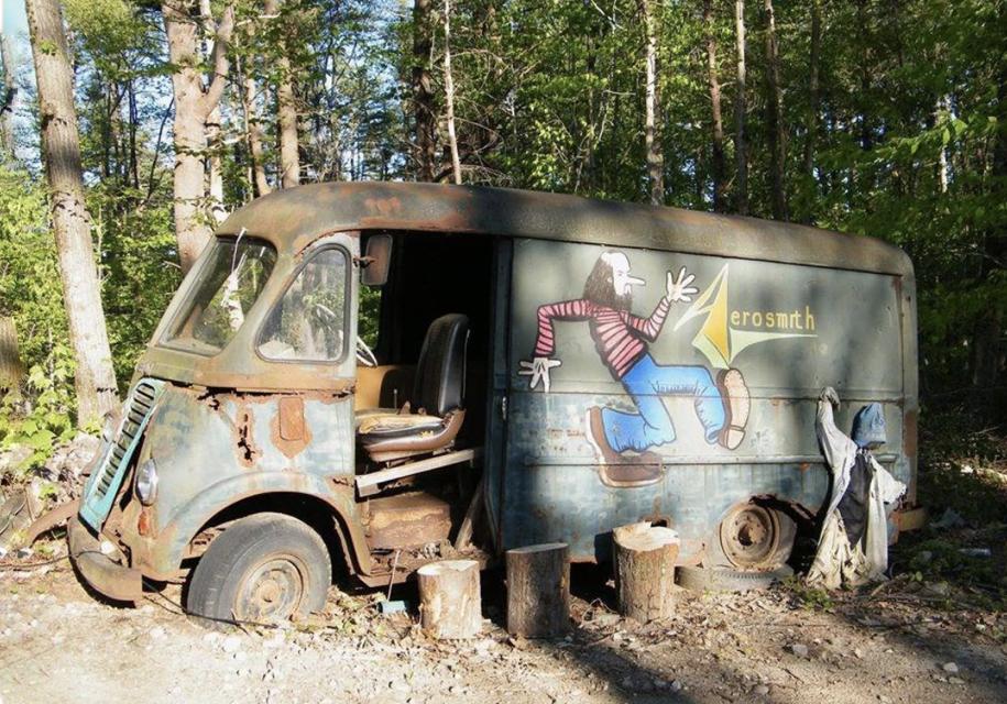 Гастрольный фургон группы Aerosmith найден влесу