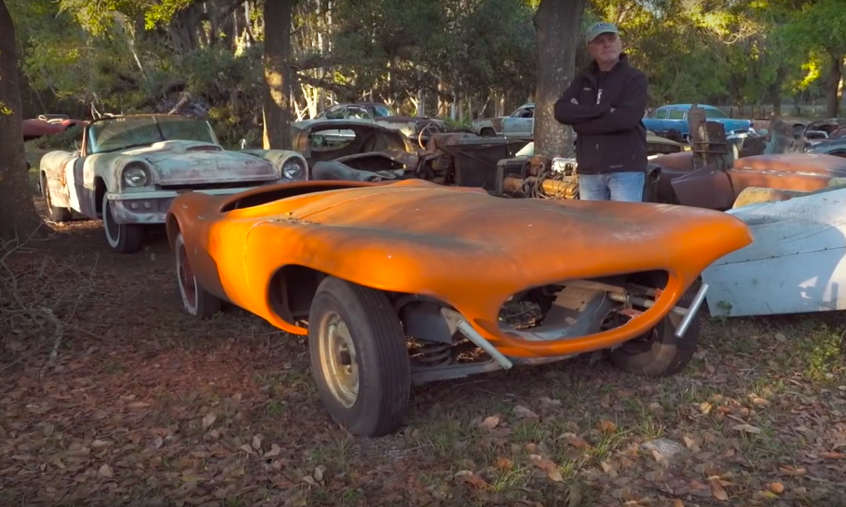 Американцы собрали самую большую коллекцию «стеклопластиковых» спорткаров
