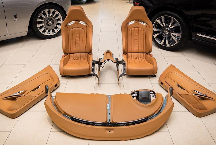 На eBay выставили интерьер гиперкара Bugatti Veyron
