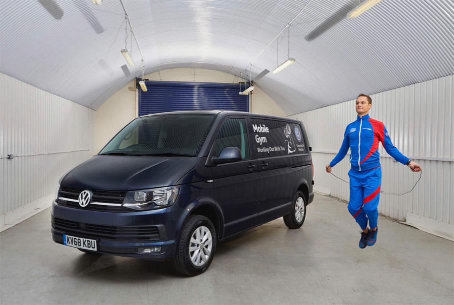 Volkswagen превратил фургон Transporter в передвижной спортзал