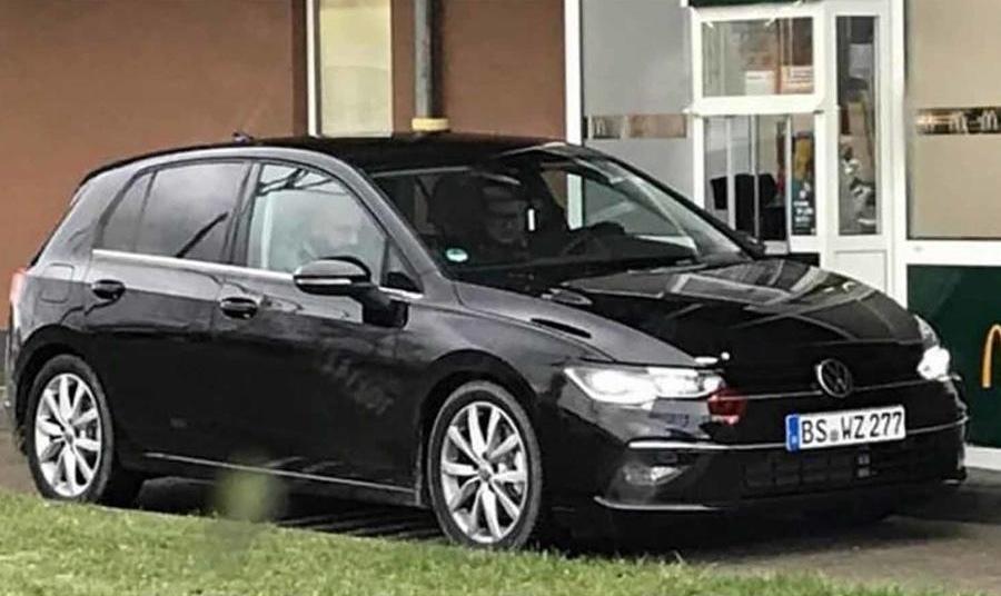 Новый Volkswagen Golf сфотографировали без камуфляжа