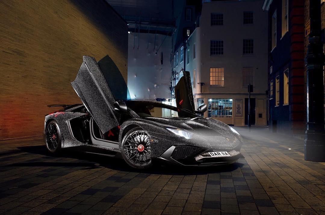 Lamborghini Aventador украсили 2 миллионами кристаллов Swarovski
