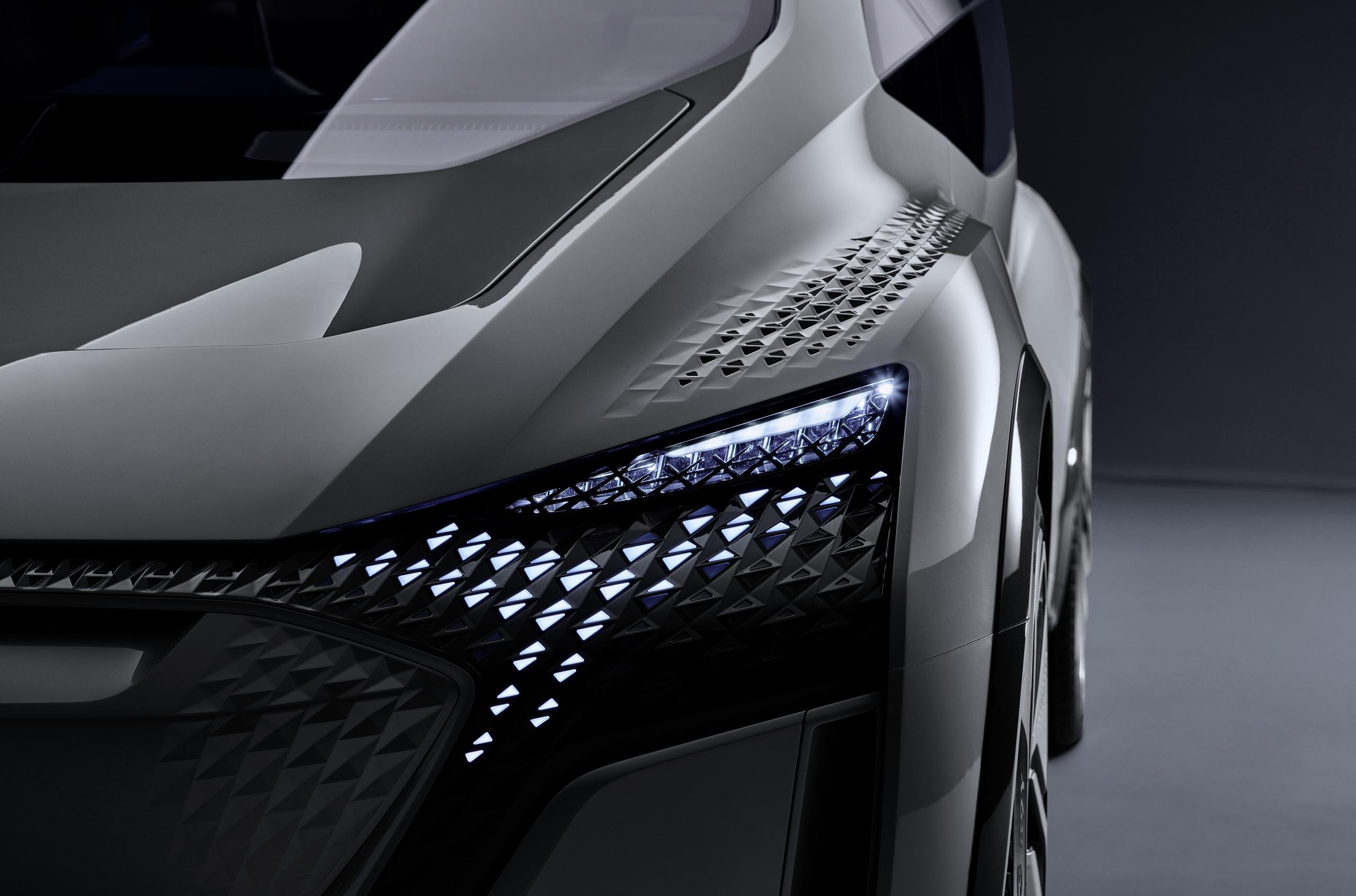 Audi показала первую фотографию электрокара будущего