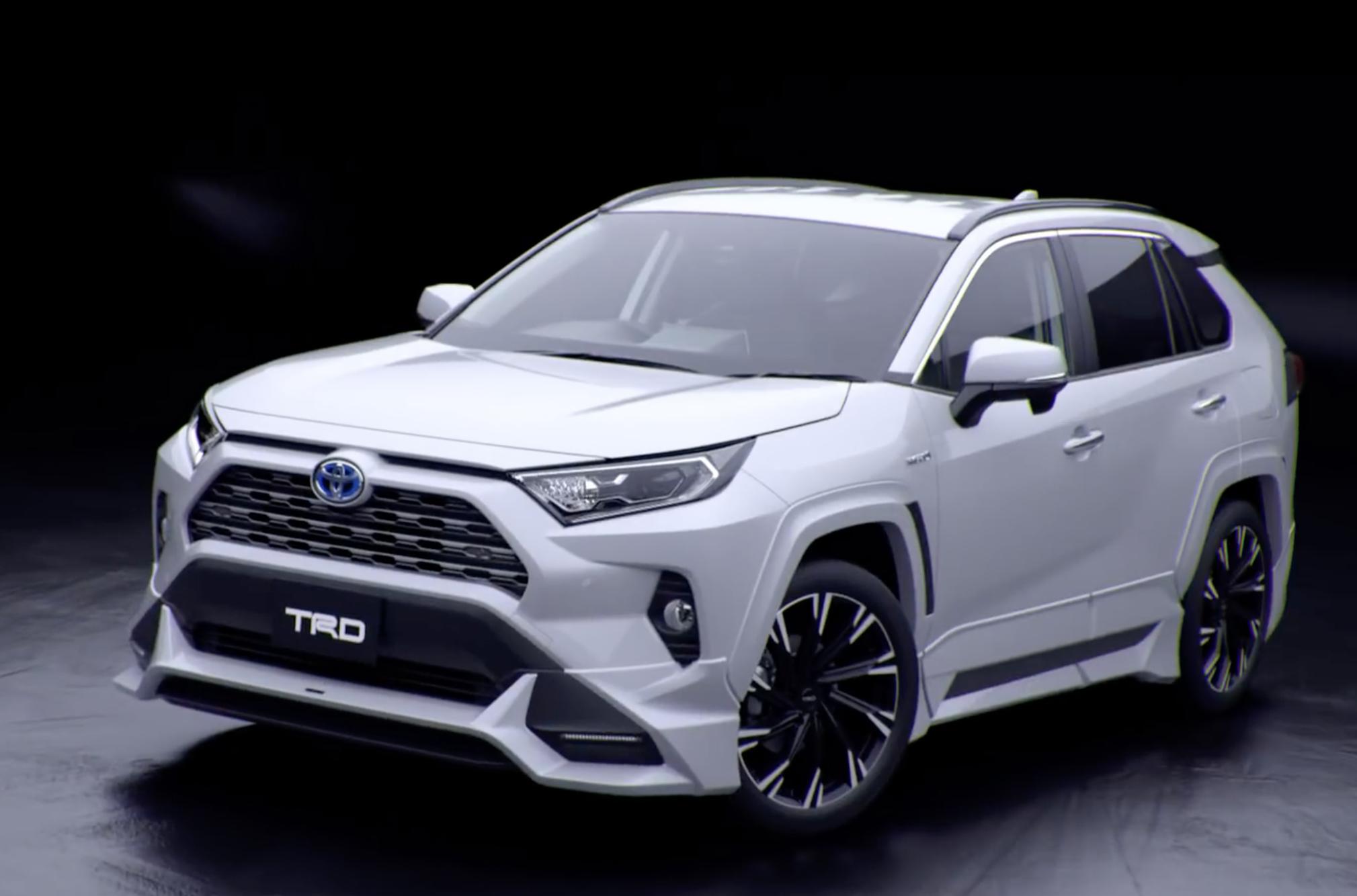 Toyota RAV4 получил «внедорожные» и «уличные» версии