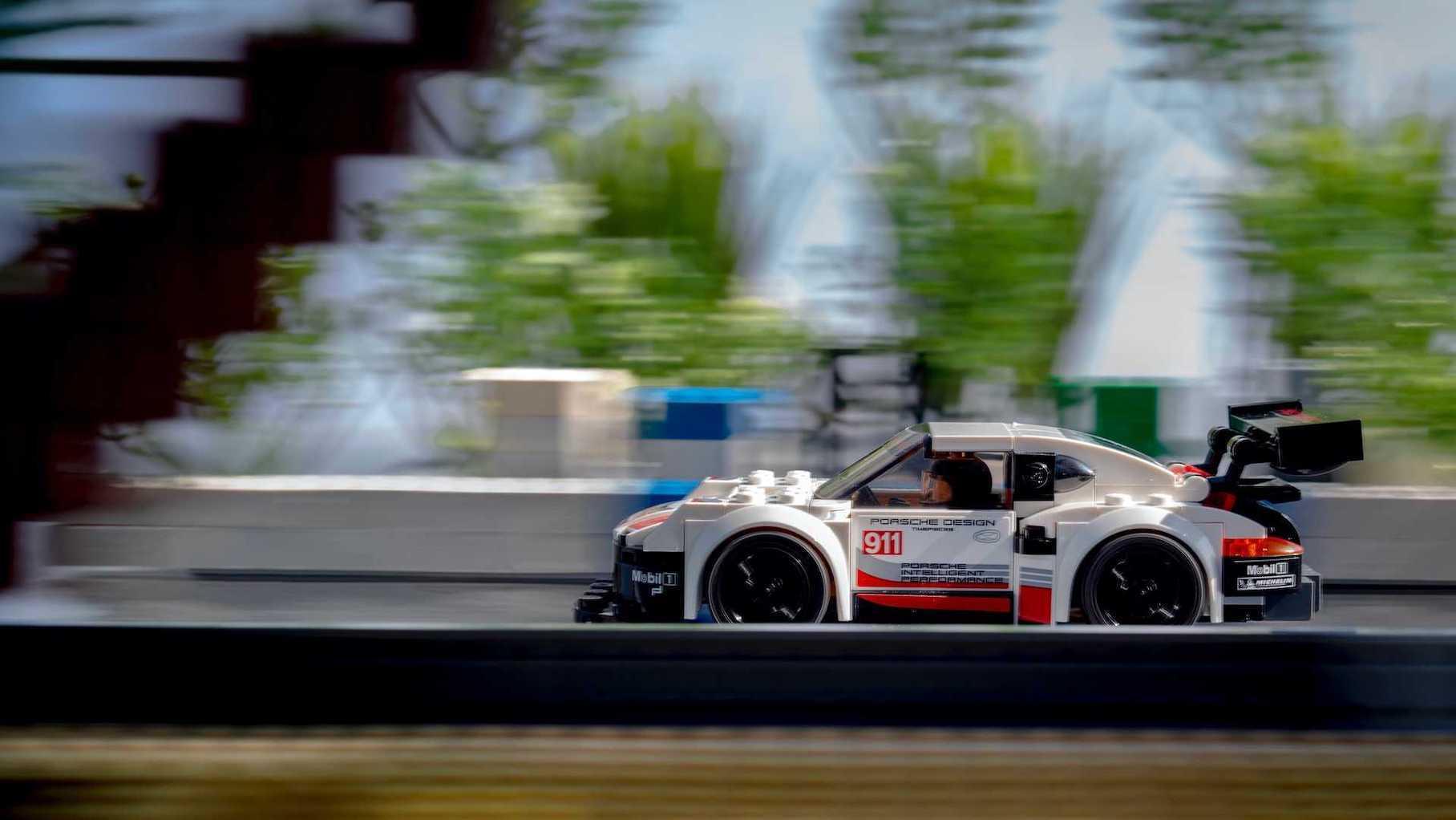 Исторические кадры гонок Porsche повторили с помощью Lego