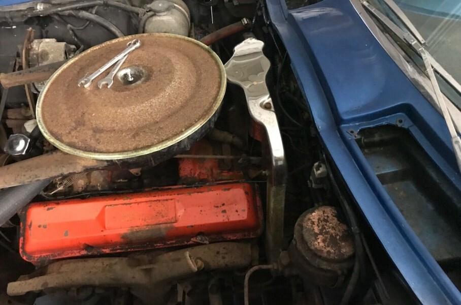 На продажу выставили Chevrolet Corvette, который почти полвека стоял в гараже