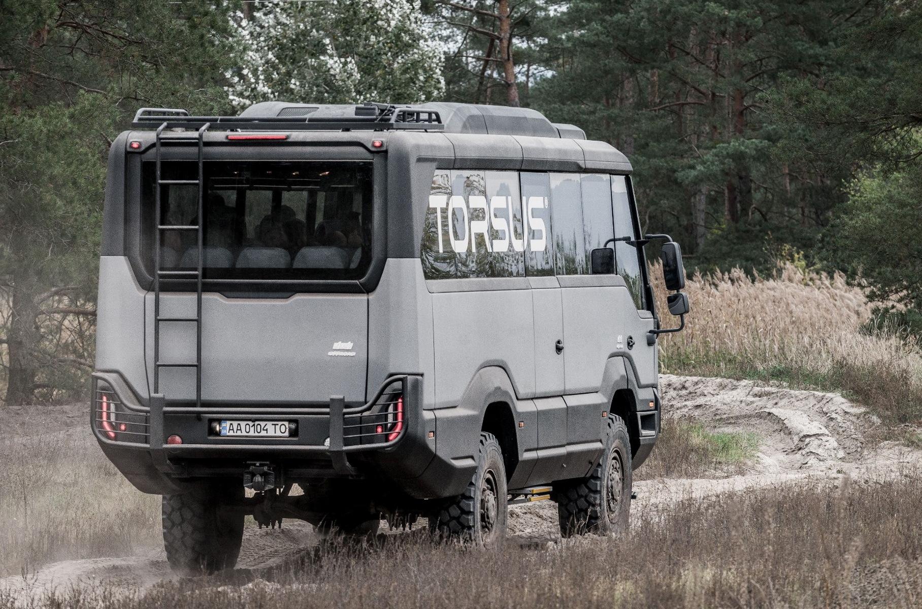 Украинский автобус-вездеход наградили за дизайн и инновации