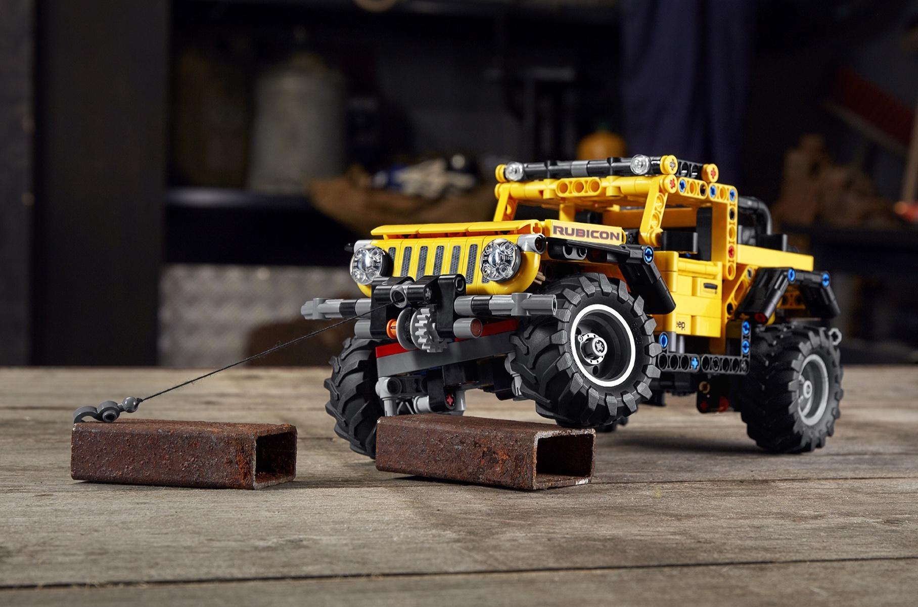 Lego выпустила сборную модель Jeep Wrangler с работающей подвеской