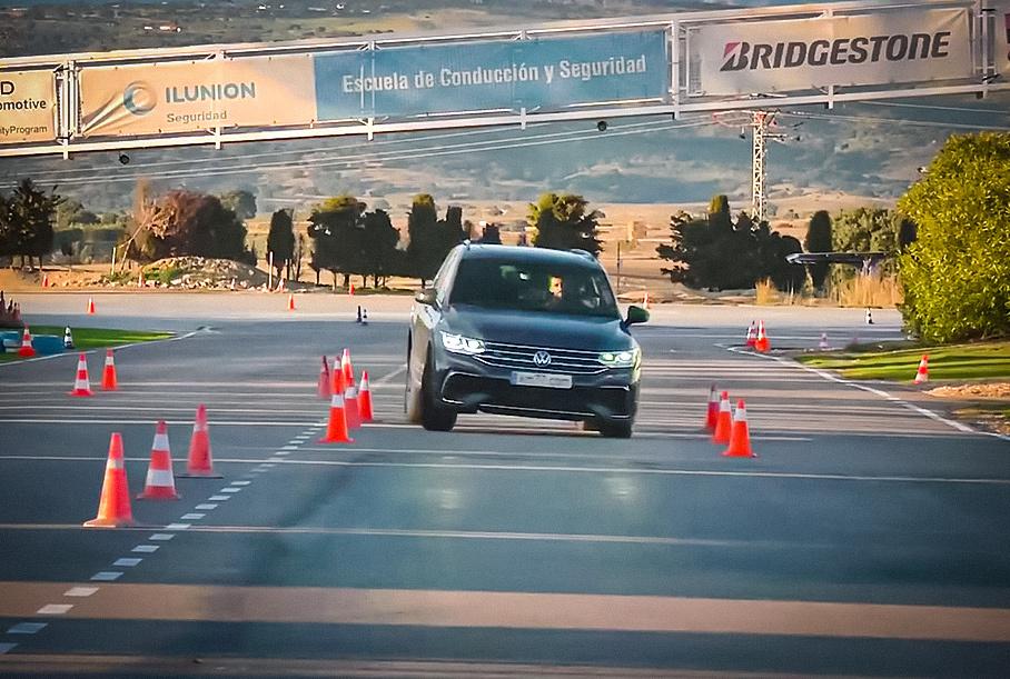 Видео: Volkswagen Tiguan проходит лосиный тест