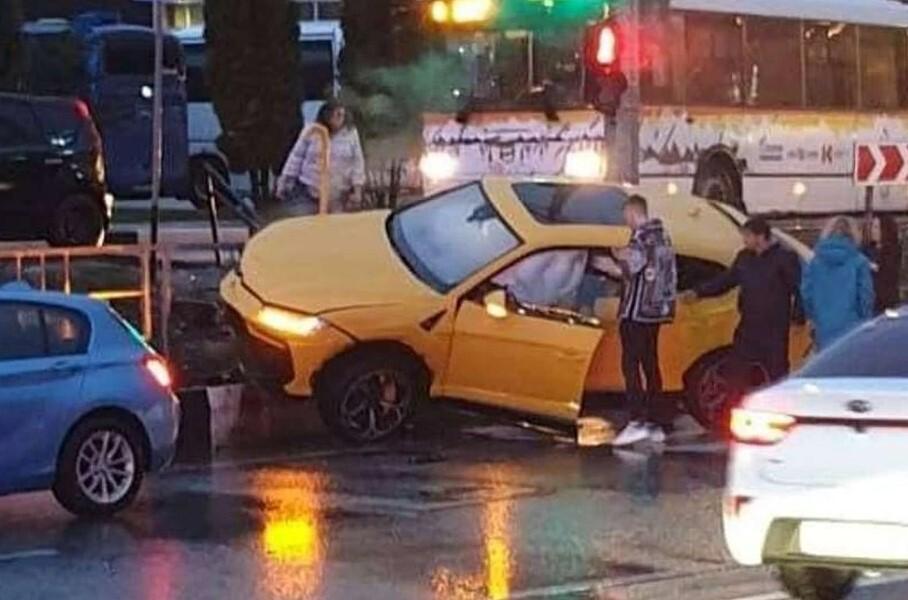 Видео: в Сочи разбили Lamborghini за 20 миллионов рублей