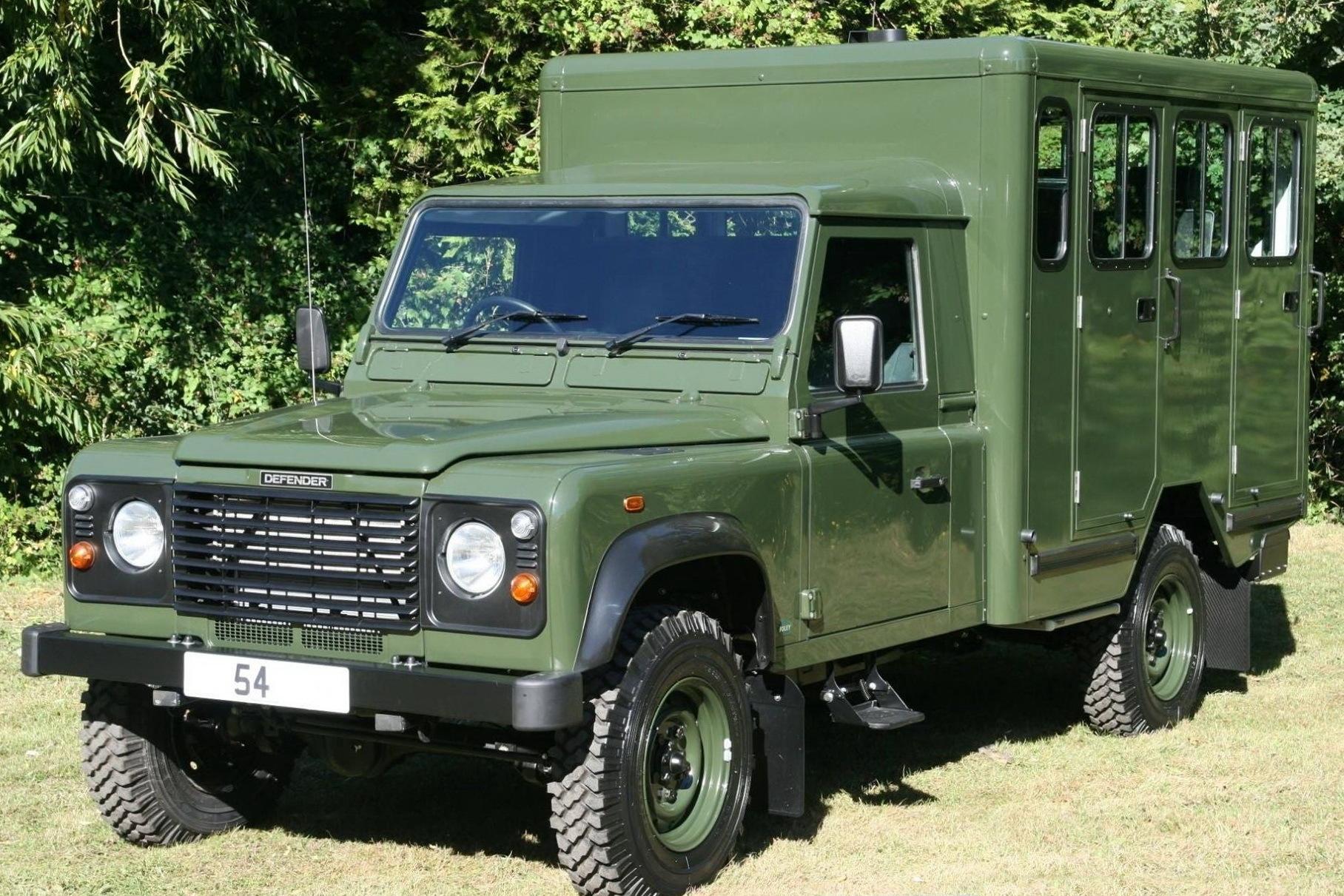 В похоронах принца Филиппа задействуют два катафалка Land Rover