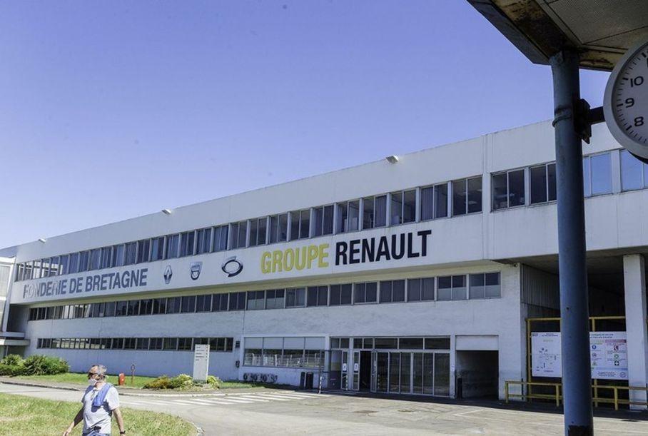 Рабочие завода Renault взяли в заложники топ-менеджеров и объявили забастовку