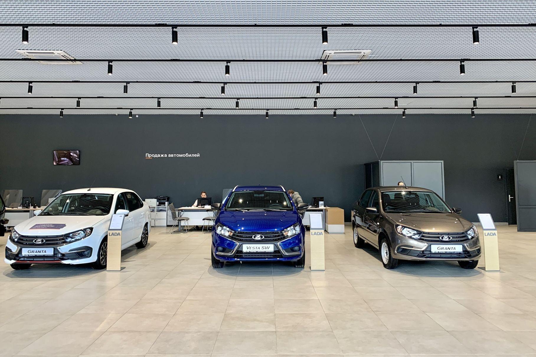 Продажи новых машин в России выросли на 290 процентов по сравнению с черным апрелем 2020 года