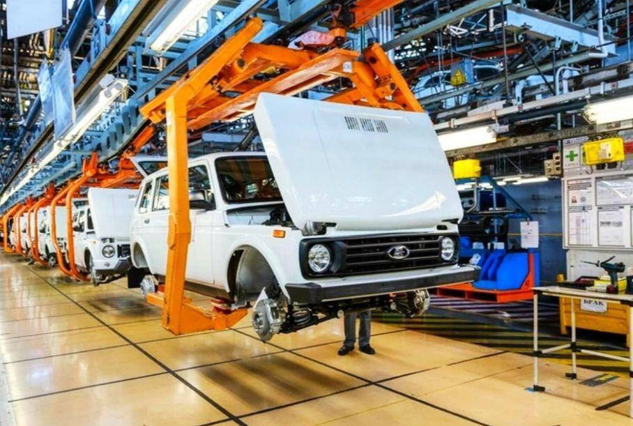 АвтоВАЗ снова остановит конвейеры, хотя спрос на Лады растет