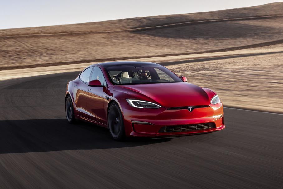 Toyota Land Cruiser 300, новый гиперкар Bugatti и быстрейший в мире электрокар Tesla: главное за неделю