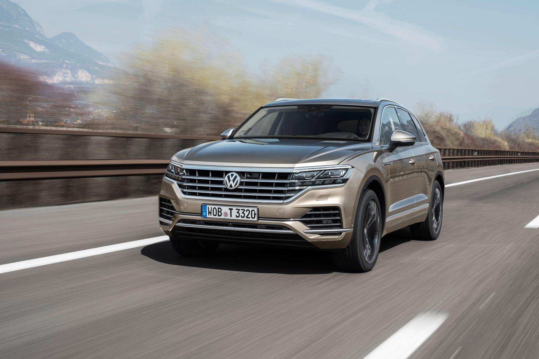 Российский Volkswagen Touareg получил функцию парковки со смартфона