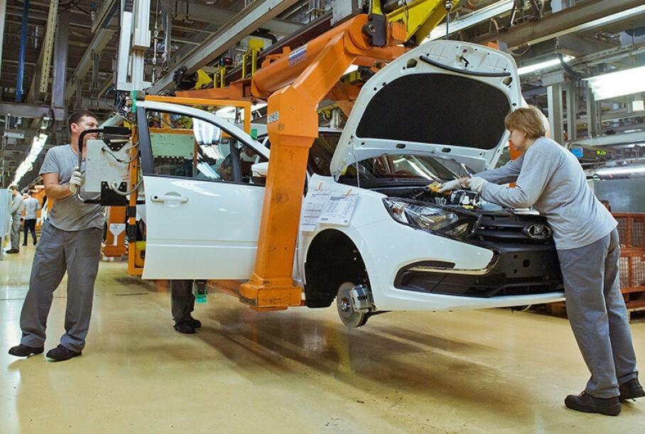 АвтоВАЗ приостановил производство второй раз за неделю