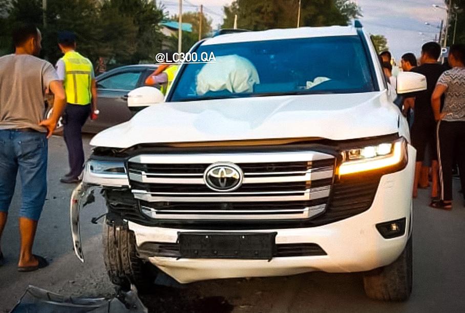 Новый Toyota Land Cruiser 300 разбили спустя неделю после покупки