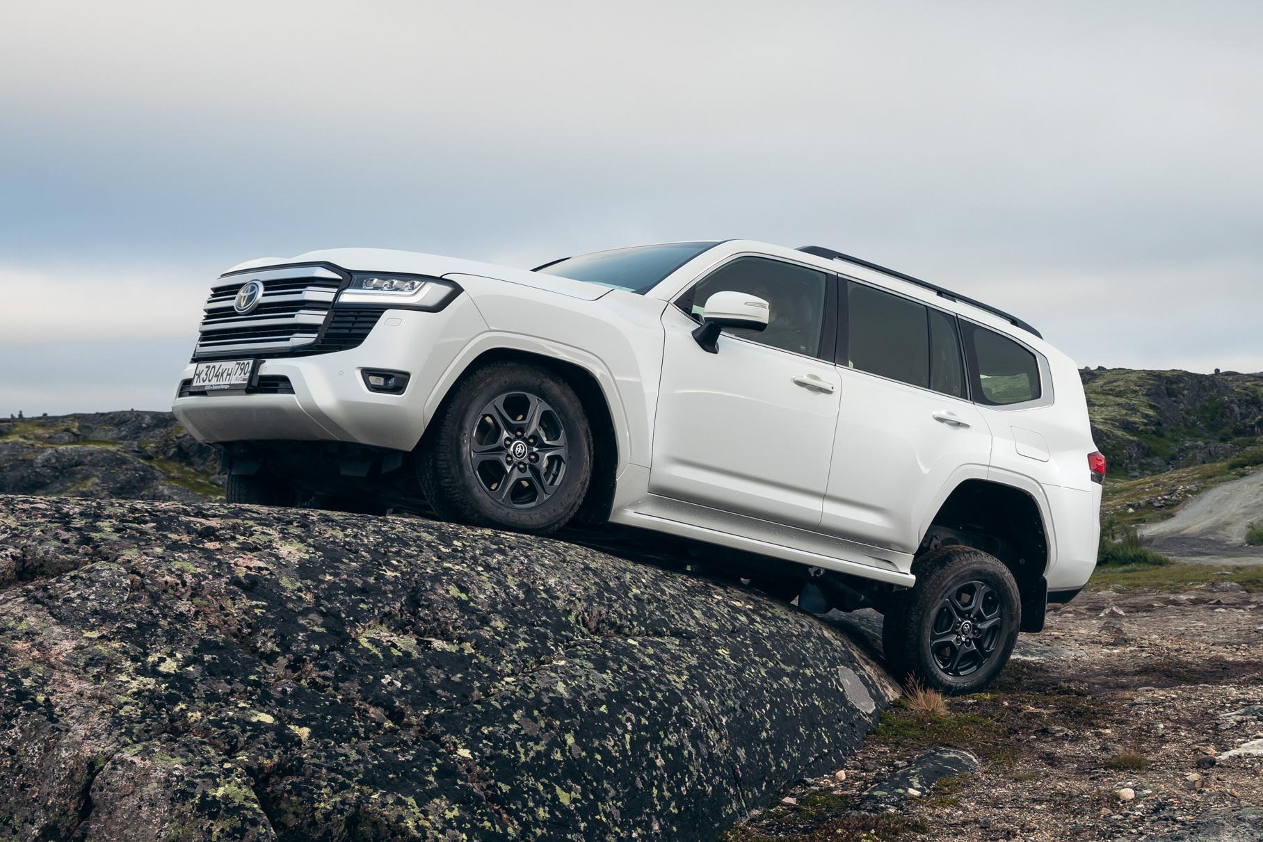 Сколько новых Toyota Land Cruiser 300 успели продать в России