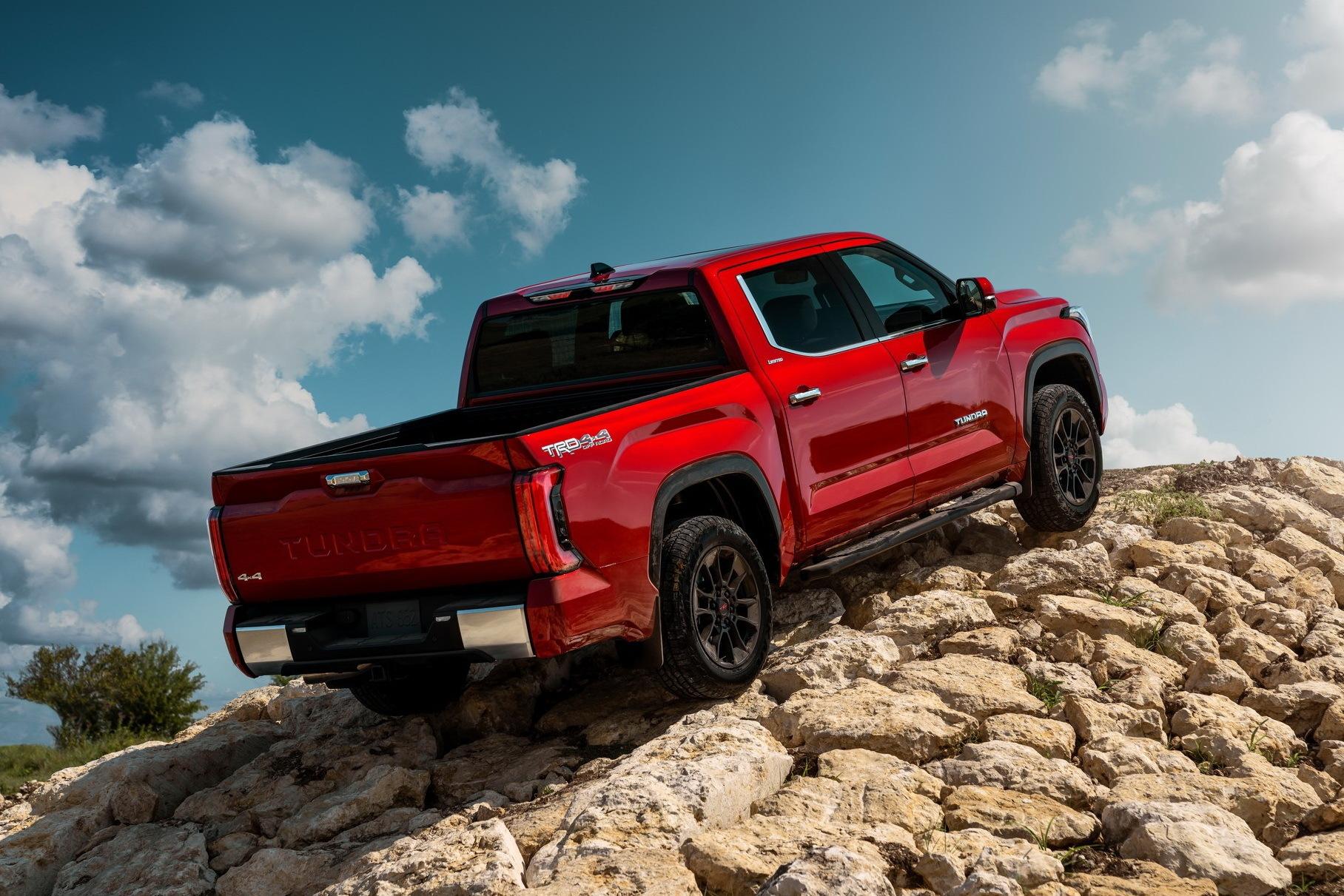 Видео: Toyota испытала новую Tundra, сбросив с высоты 200-килограммовый груз