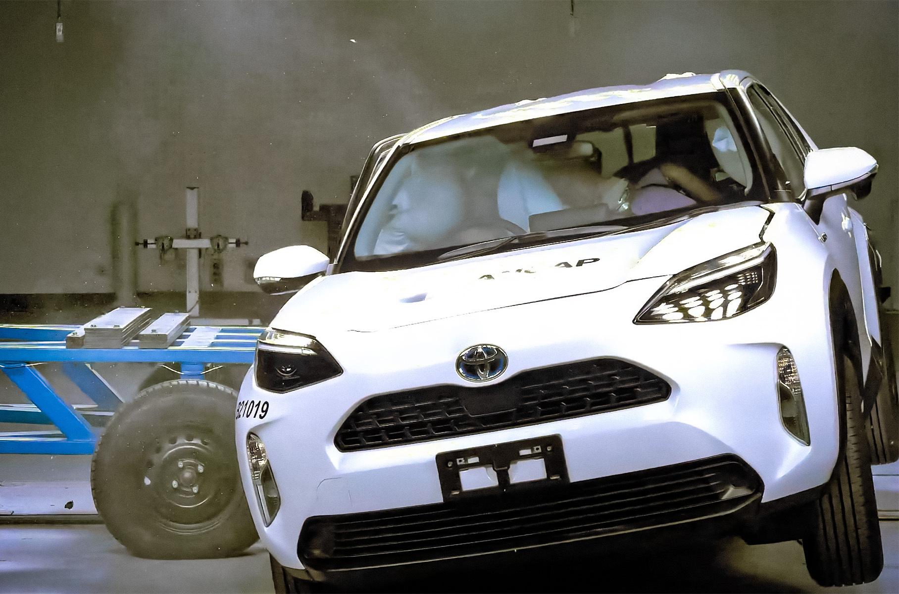Видео: кроссовер Toyota блестяще справился с краш-тестами