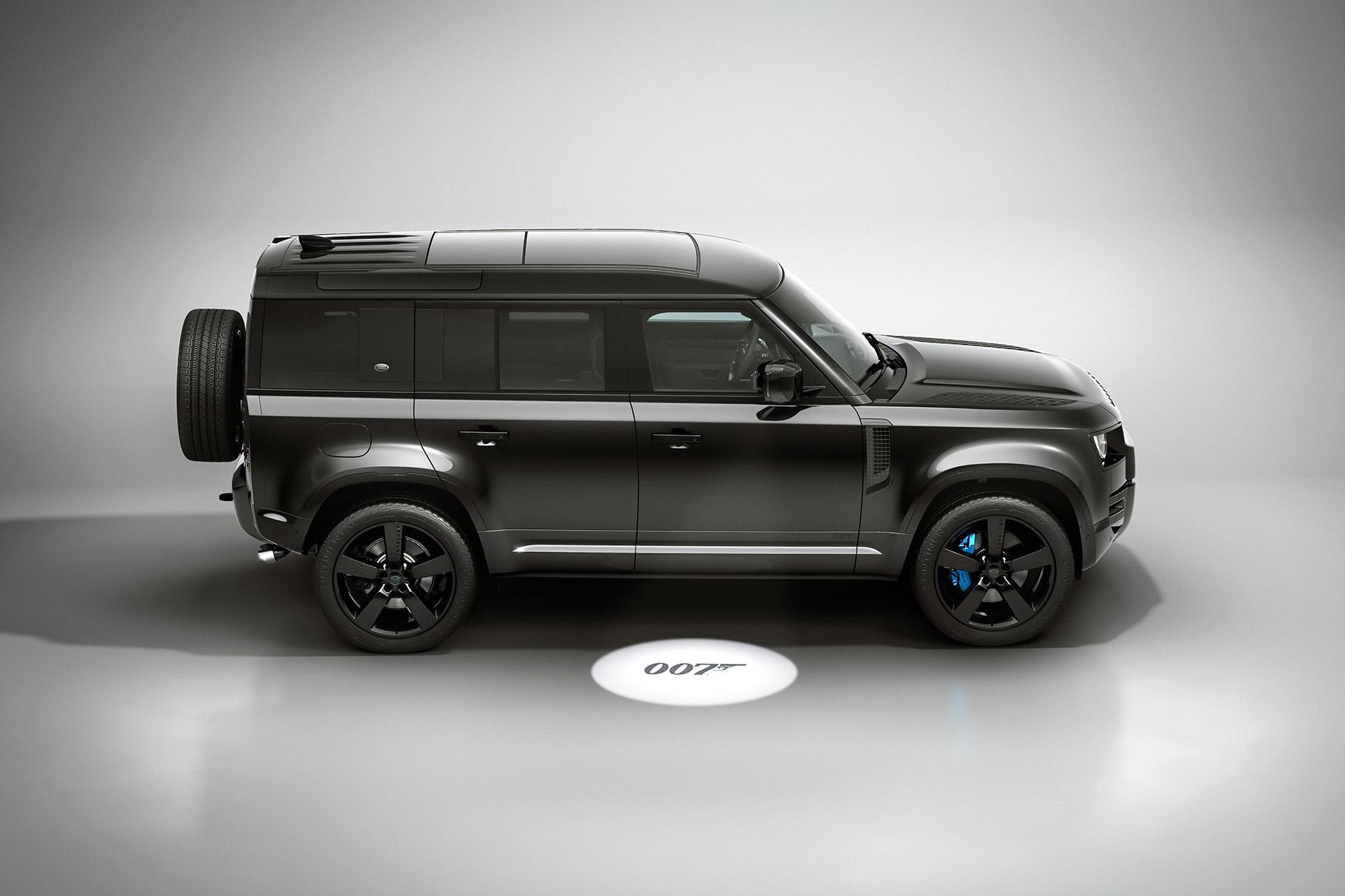 Стали известны российские цены на шпионскую версию Land Rover Defender