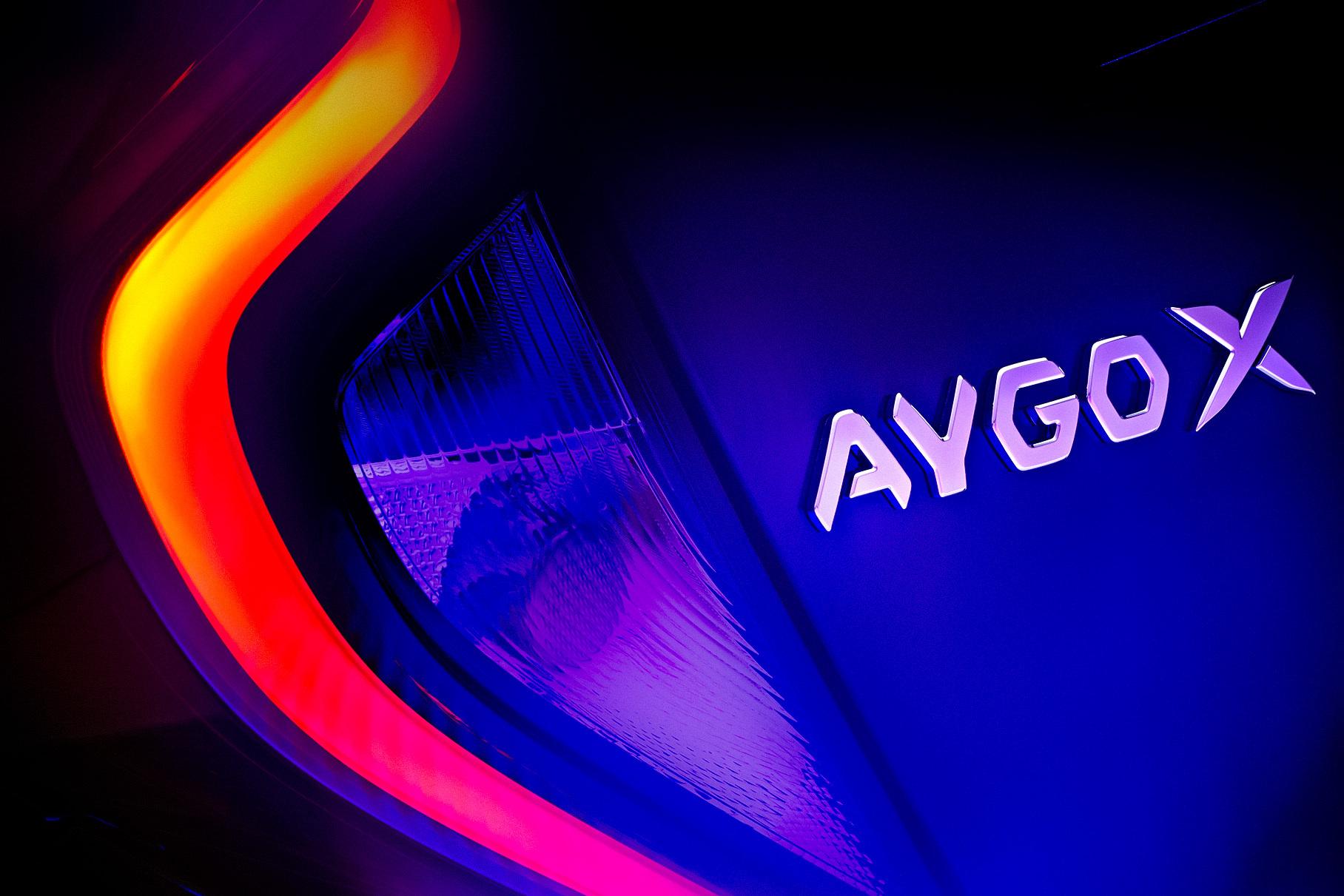 Toyota готовит новый недорогой кроссовер Aygo X: первый тизер