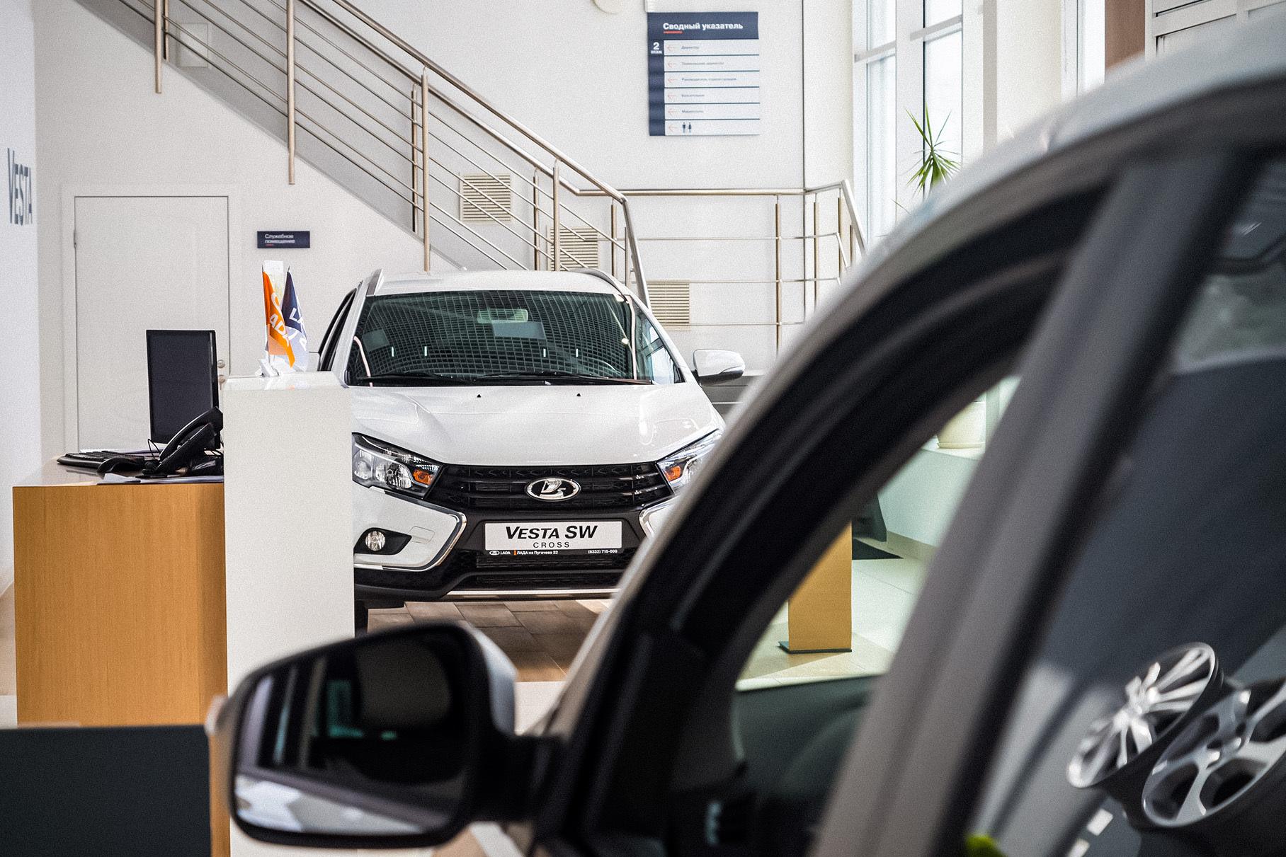 Российские дилеры продают новые Lada в два раза дороже заводской цены