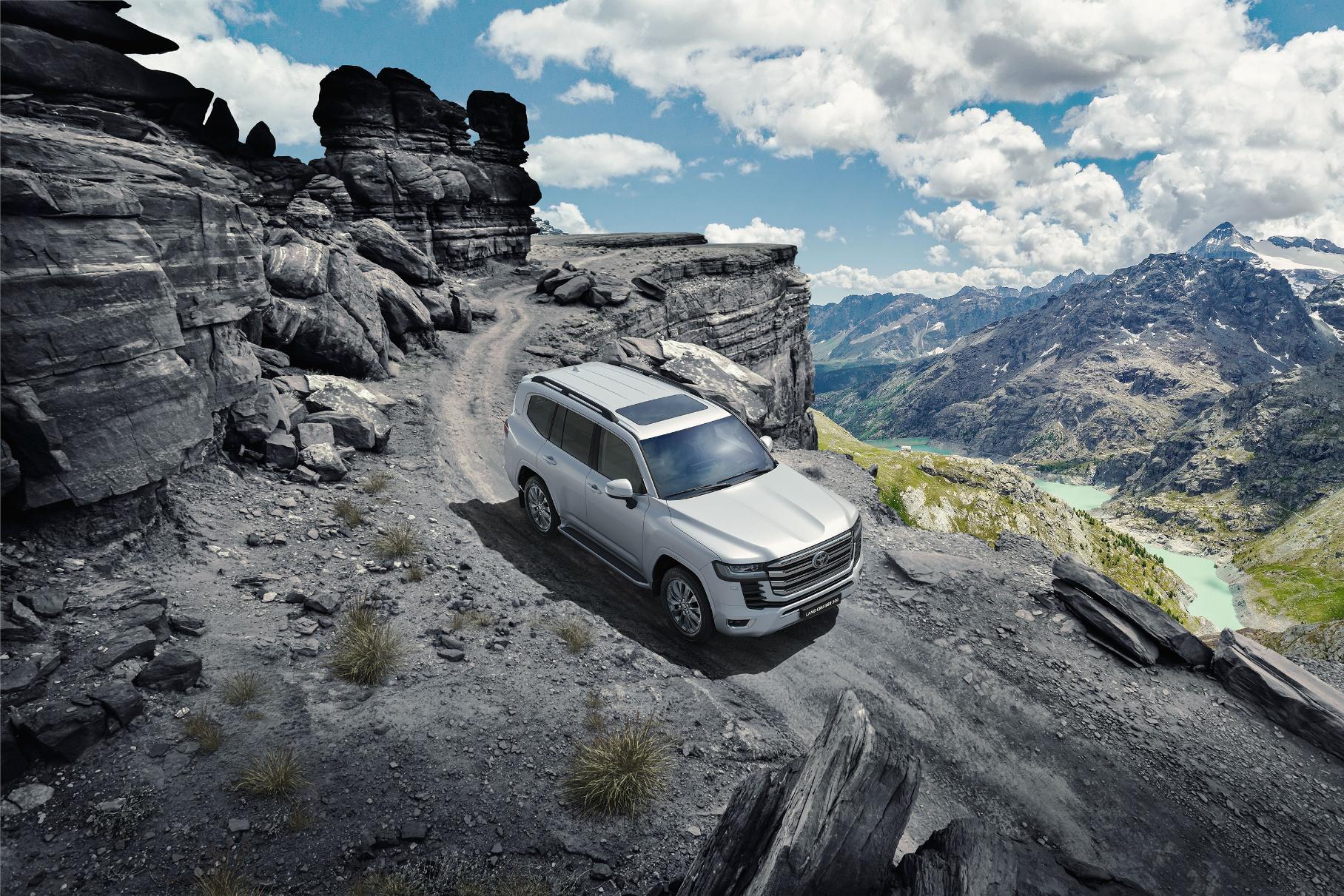 Насколько подорожал Toyota Land Cruiser 300 с момента появления в России