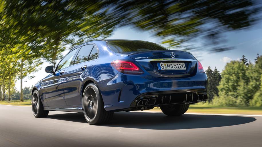 Седан Mercedes-AMG S 63 станет мощнее после обновления