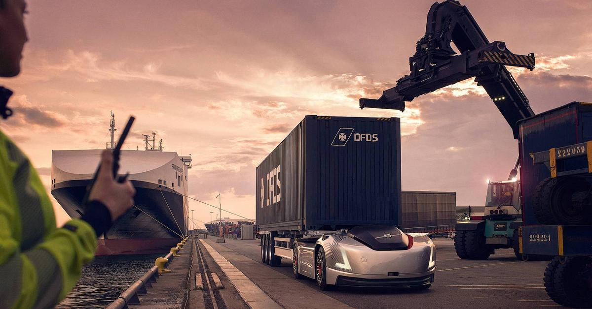 Тягачи Volvo без кабины и водителей начали перевозить грузы