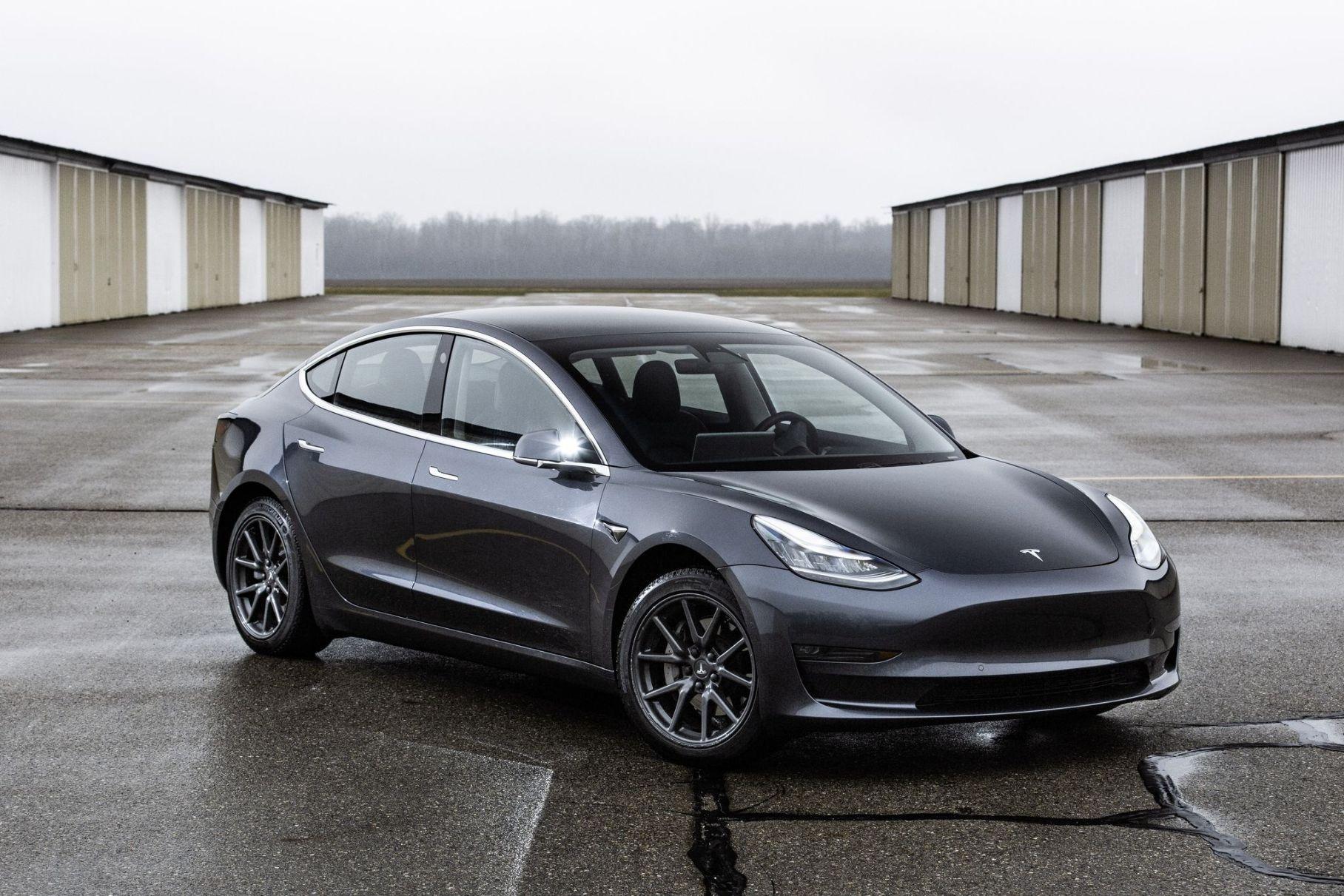 27 Tesla Model 3 заказали случайно. На 110 миллионов рублей! — Motor