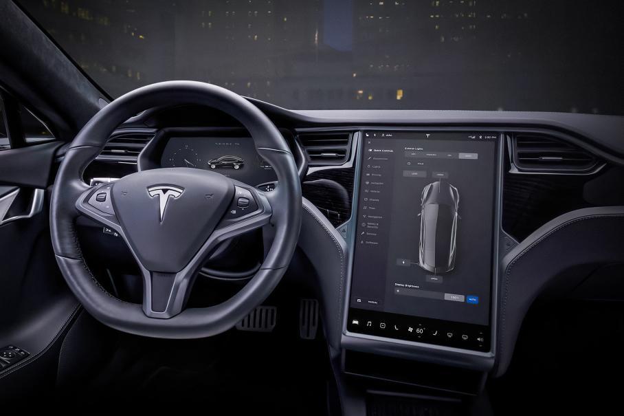 Tesla предложит клиентам радио за 40 тысяч рублей
