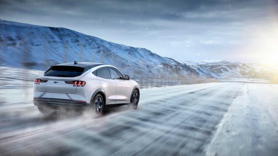 Ford задерживает Mustang Mach-E из-за проблем с качеством