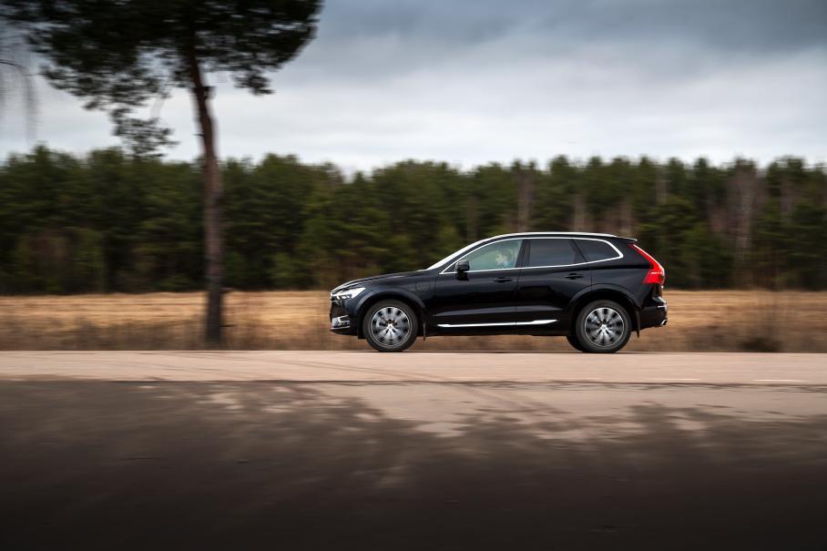 Тест-драйв на все случаи: гибрид Volvo XC60  407-сильный и довольно дорогой