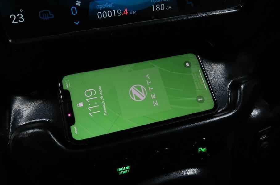 Опубликованы фотографии салона российского электромобиля Zetta. Передняя панель в стиле Tesla.