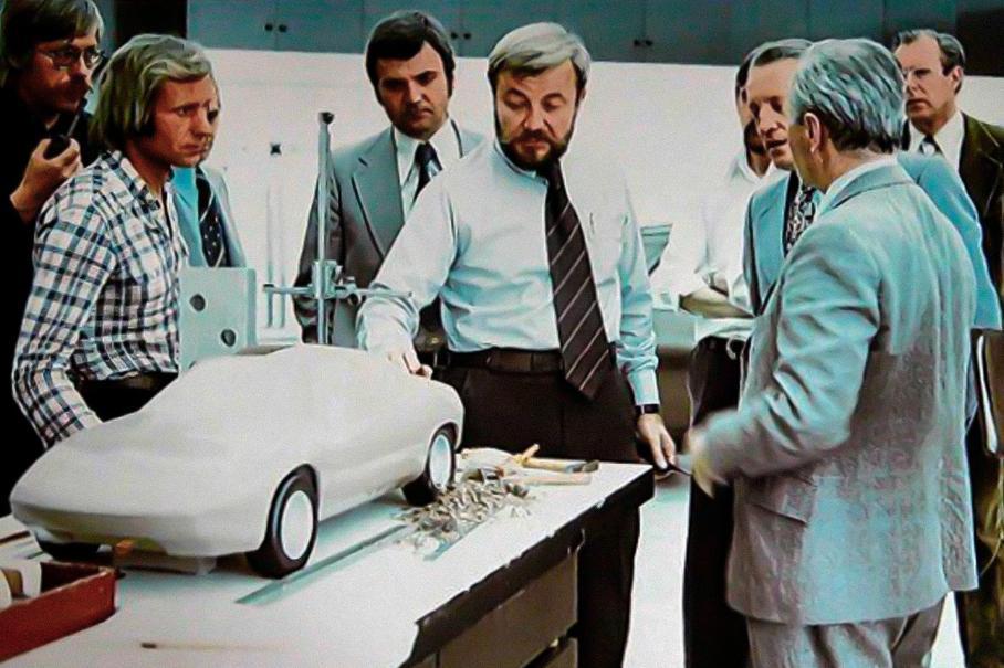 Процесс создания дизайна 928. В центре кадра — Анатолий Лапин, второй слева — Вольфганг Мёбиус