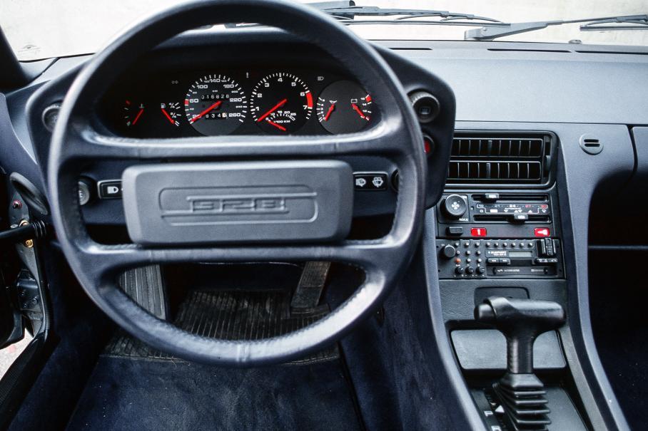 Porsche 928: свой среди чужих, чужой среди своих