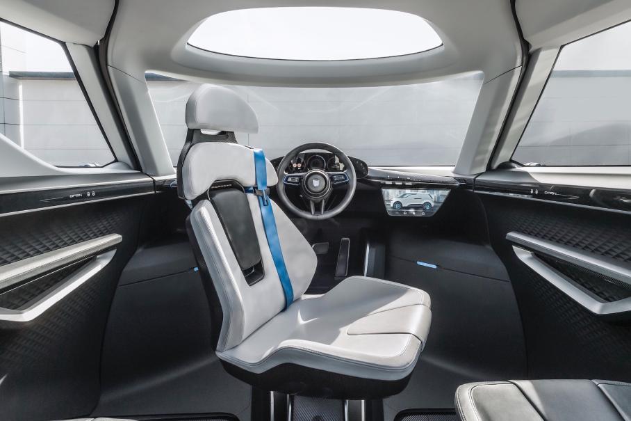 Porsche показала минивэн с вращающимся водительским креслом