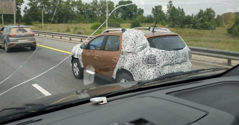 На дороге сфотографировали новый Renault Duster для России